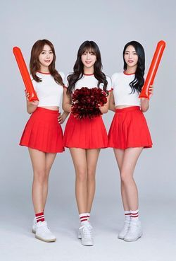 파일:external_COM2US Baseball_주희지현나경.jpg