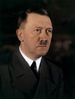 파일:A-rare-color-photo-of-Adolf-Hitler-which-shows-his-true-eye-color-date-unknown.jpg