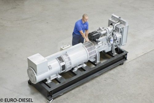 파일:external/www.euro-diesel.com/NO-BREAK_KS4_100kVA_--The_smallest_System.jpg
