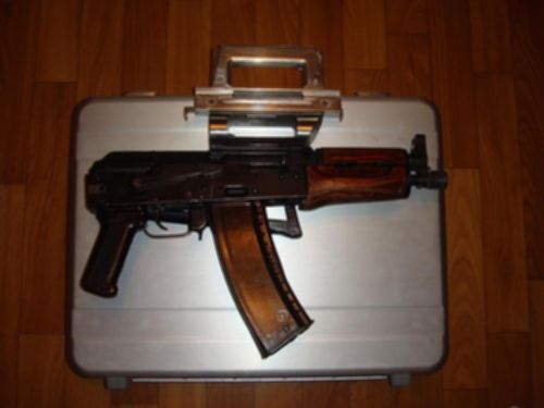 파일:external/viola.bz/A-gun-suitcase-based-on-AKS-74U.jpg