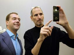 파일:external/static-ssl.businessinsider.com/dmitry-medvedev-photographed-with-steve-jobs-in-2010.jpg