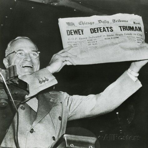 파일:external/imgc.allpostersimages.com/harry-s-truman-president-elect-holds-up-edition-of-chicago-daily-tribune.jpg