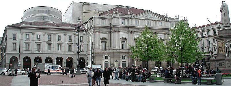 파일:external/upload.wikimedia.org/800px-Milano_scala_piazza.jpg