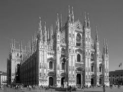 파일:external/upload.wikimedia.org/800px-Milan_Cathedral_from_Piazza_del_Duomo.jpg