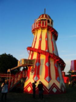 파일:external/upload.wikimedia.org/Helter_Skelter_ride_at_Isle_of_Wight_Festival_2011.jpg