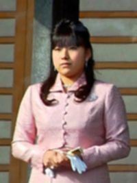 파일:external/upload.wikimedia.org/200px-Princess_Ayako_of_Takamado_2012-1-2.jpg
