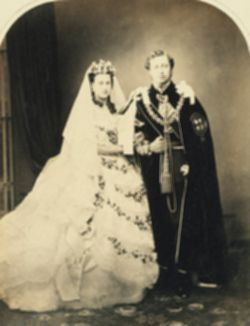 파일:external/upload.wikimedia.org/Wedding_of_Albert_Edward_Prince_of_Wales_and_Alexandra_of_Denmark_1863.jpg