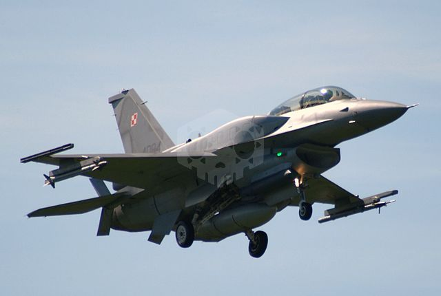 파일:external/upload.wikimedia.org/640px-4084_an_F-16D_of_the_Polish_Air_Forces_31_BLT_%284543639354%29.jpg