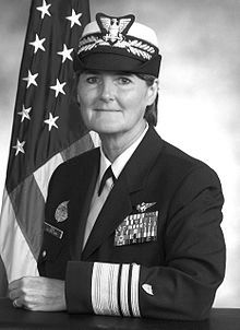 파일:external/upload.wikimedia.org/220px-VADM_Vivien_Crea_official_portrait.jpg
