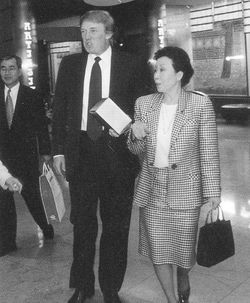 파일:external/upload.wikimedia.org/Hong_Sook-ja_talking_with_Donald_Trump.jpg