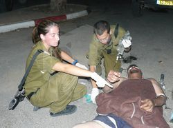 파일:external/upload.wikimedia.org/Flickr_-_Israel_Defense_Forces_-_IDF_Soldiers_Treats_Palestinian_Man.jpg