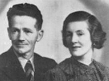 파일:external/upload.wikimedia.org/220px-Jock_and_Agnes_Smith,_1935.jpg