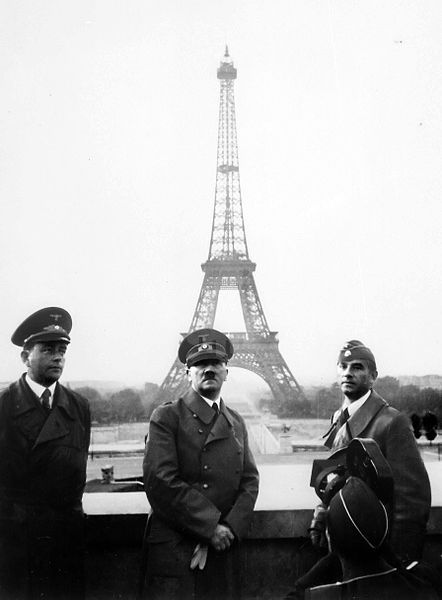 파일:external/upload.wikimedia.org/442px-Adolf_Hitler_in_Paris_1940.jpg