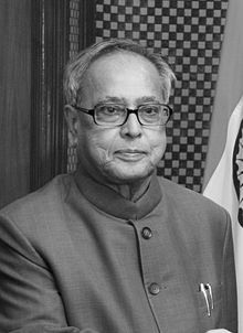 파일:external/upload.wikimedia.org/220px-Secretary_Tim_Geithner_and_Finance_Minister_Pranab_Mukherjee_2010_crop.jpg