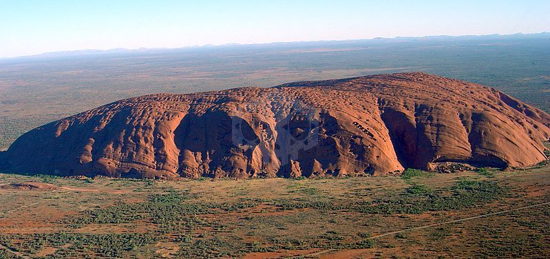 파일:external/upload.wikimedia.org/799px-Uluru_%28Helicopter_view%29-crop.jpg