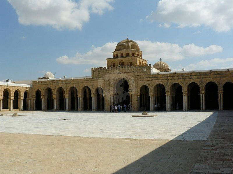 파일:external/upload.wikimedia.org/800px-Courtyard_of_the_Great_Mosque_of_Kairouan.jpg