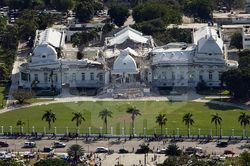 파일:external/upload.wikimedia.org/800px-Haitian_national_palace_earthquake.jpg