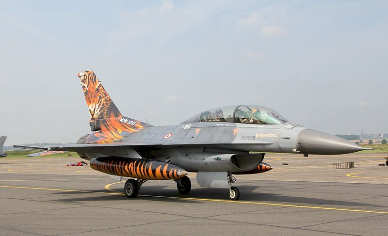 파일:external/upload.wikimedia.org/800px-Turkish_AF_F-16D_%285808444013%29.jpg