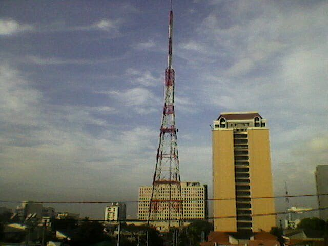 파일:external/upload.wikimedia.org/ABS-CBN_Transmitter_Tower.jpg