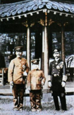 파일:external/upload.wikimedia.org/Crown_Prince_Yoshihito_and_Crown_Prince_Lee_Eun_1907.jpg