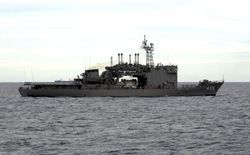 파일:external/upload.wikimedia.org/JS_Chiyoda_%28AS-405%29_in_the_South_China_Sea%2C_-6_Oct._2000_a.jpg
