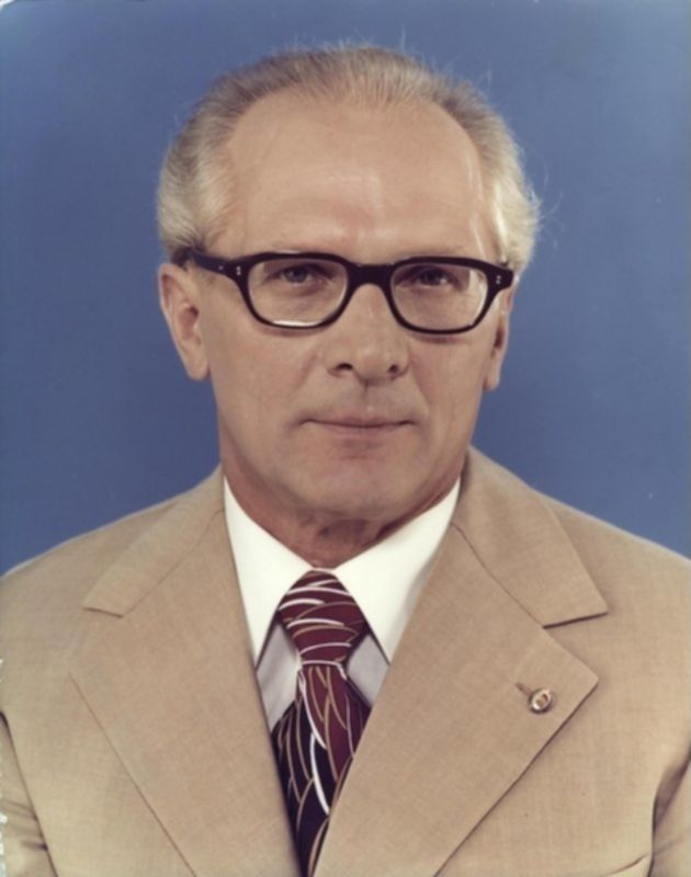 파일:external/upload.wikimedia.org/Bundesarchiv_Bild_183-R1220-401,_Erich_Honecker.jpg