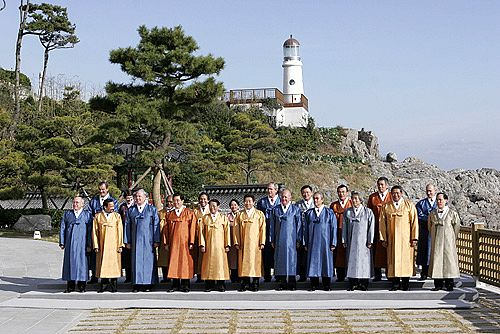 파일:external/upload.wikimedia.org/Vladimir_Putin_at_APEC_Summit_in_South_Korea_18-19_November_2005-8.jpg