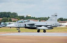 파일:external/upload.wikimedia.org/220px-Hungarian_air_force_saab_jas39d_gripen_arp.jpg