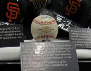 파일:external/upload.wikimedia.org/300px-Barry_Bonds_756_Ball.png