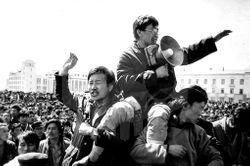 파일:external/www.democracyspeaks.org/2015-10-02%20Remembering%20S.Zorig-A%20Leader%20of%20Mongolia%E2%80%99s%20Democracy%20(2).jpg