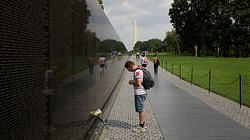파일:external/images.trvl-media.com/Vietnam-Veterans-Memorial-21769.jpg