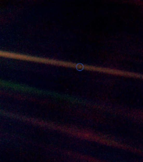 파일:external/www.hostmysite.ca/earth_pale_blue_dot.jpg