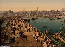 파일:external/i.dailymail.co.uk/3D70CA4600000578-4241888-Hundreds_of_people_walk_across_the_Galata_bridge_in_Constantinop-m-85_1487594548139.jpg