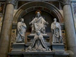 파일:external/images.travelpod.com/typical-statues-dotted-around-the-basilica-vatican-city.jpg