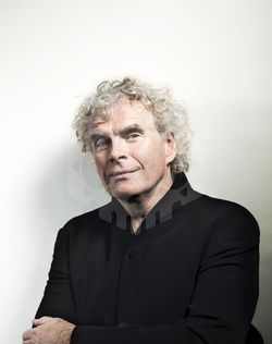 파일:external/www.askonasholt.co.uk/Simon_Rattle_Johann_Sebastian_Hanel_WEB.jpg