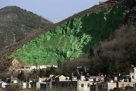파일:external/media.treehugger.com/green-mountain-paint-china.jpg
