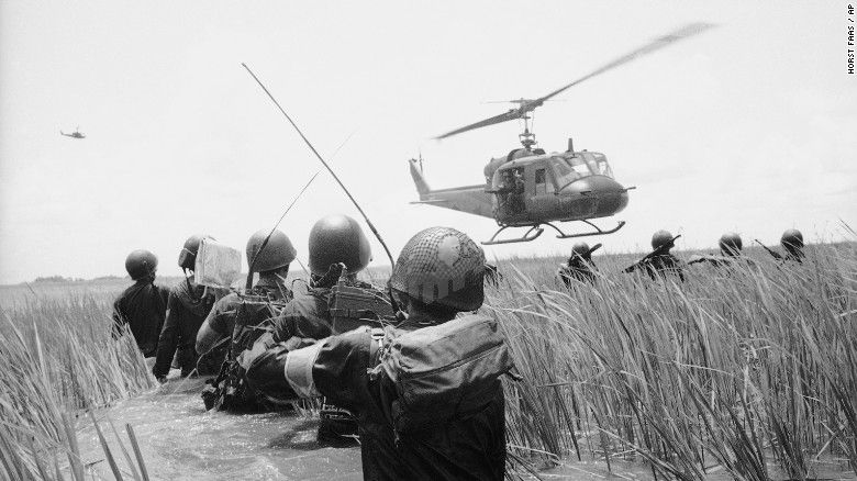 파일:external/i2.cdn.turner.com/150417130311-10-vietnam-war-timeline-restricted-exlarge-169.jpg