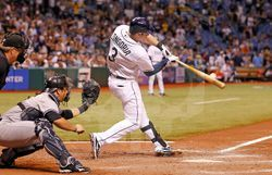 파일:external/blog.eastbay.com/mlb-top-plays-longoria.jpg