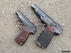 파일:the-makarov-is-visually-similar-to-the-larger-stechkin-except-for-the-double-stack-mag-select-fire-and-extra-two-inches-overall-length.jpg