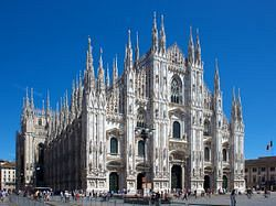 파일:1280px-Milan_Cathedral_from_Piazza_del_Duomo.jpg