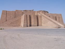 파일:Ancient_ziggurat_at_Ali_Air_Base_Iraq_2005.jpg